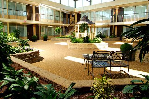 Skyline Hotel Courtyard